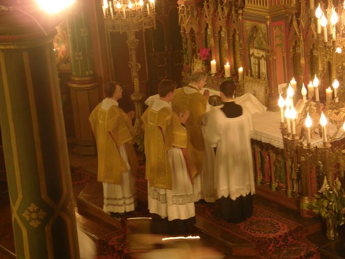 http://www.schola-sainte-cecile.com/wp-content/2007/12/st_eug_noel07-8.jpg