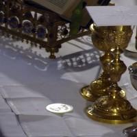 Fête-Dieu 2012 : les oblats sur l'autel pendant l'offertoire