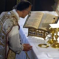 Fête-Dieu 2012 : prières préparatoires avant la communion du prêtre