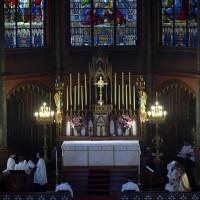 Fête-Dieu 2012 : le chant des vêpres du Saint Sacrement