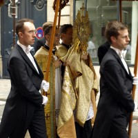 Fte-Dieu 2012 : procession dans les rues de Paris