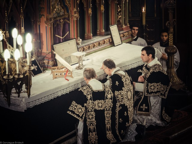 Solemn requiem Louis XVI on 21 January 2013: the adoration of the Body and Blood of Christ after the consecration