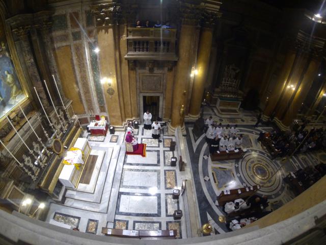 Accueil des Pèlerins par Mgr Pozzo