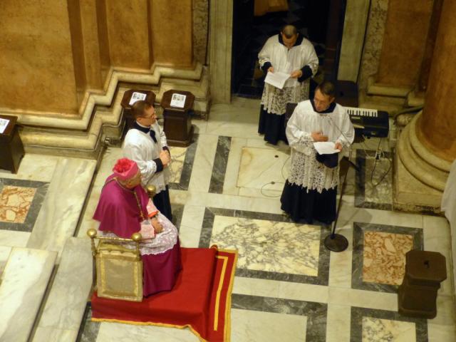 Accueil des pèlerins par M. l'Abbé Barthe (2)