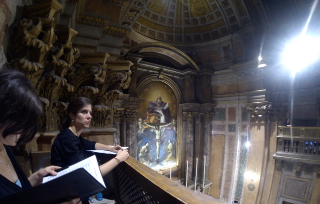 Les premiers & second chœurs dans les tribunes de la Trinité des Pèlerins