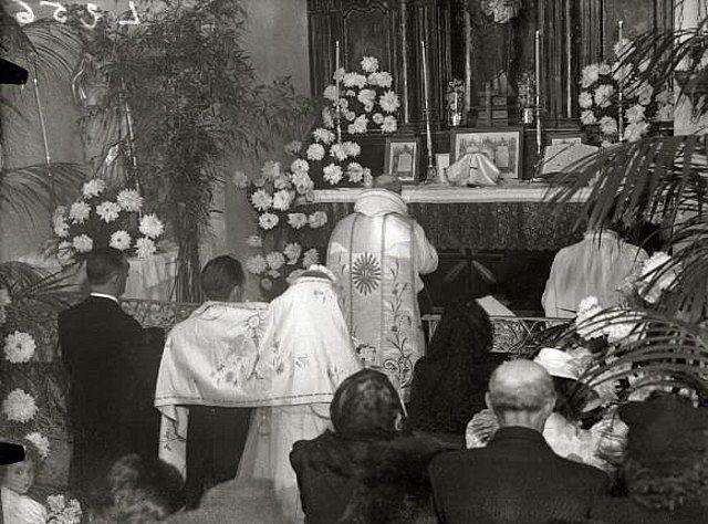 Vélation nuptiale à San Sébastien en Espagne en 1940-01