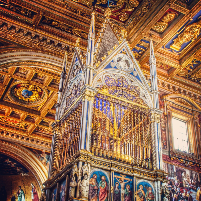 Le ciborium de Saint-Jean-de-Latran contenant les reliques des chefs de saint Pierre et saint Paul