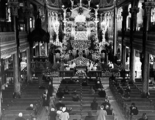 Le reposoir du Jeudi saint chez les pères du Très-St-Sacrement de Montréal en 1947.